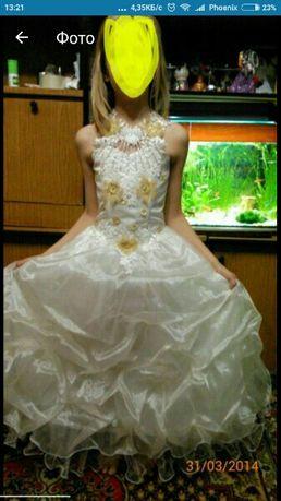 Платье бальное для выпускного в 4 классе.