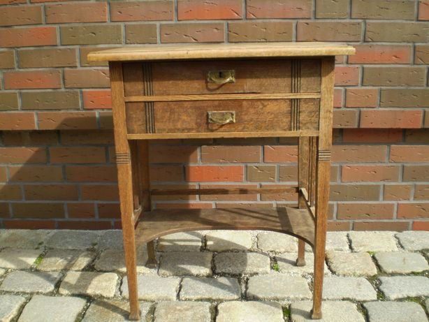 antyk stary stolik