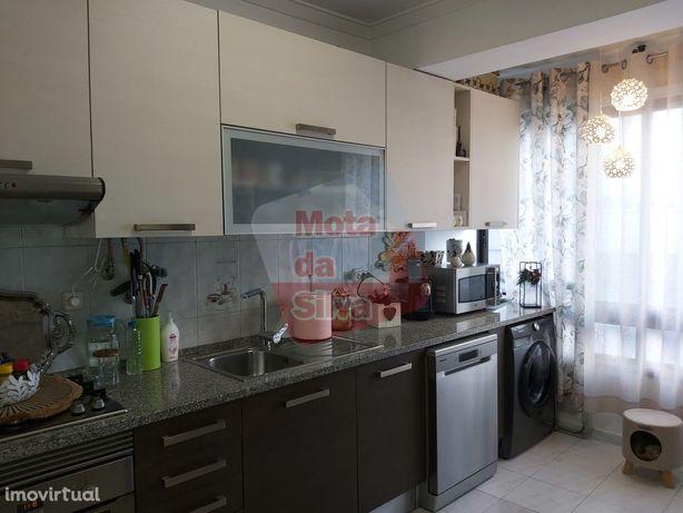 Excelente Apartamento 2 Assoalhadas em    Almada