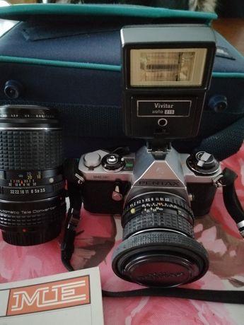 Aparat fotograficzny Pentax z obiektywami
