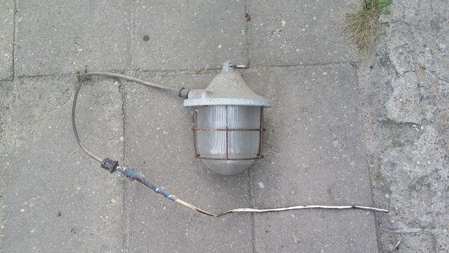 Stara lampa przemysłowa industrialna loft