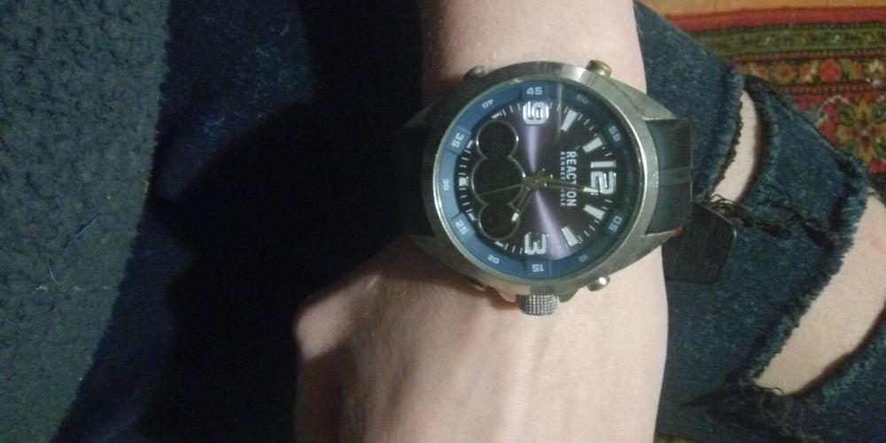 Продам годинник Reaction Токмак - изображение 1