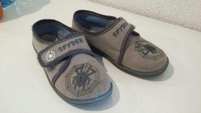 kapcie, papcie-buty dla chłopca 27