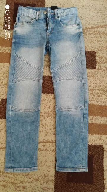 Джинсы модные  слим   H&M ХМ р.134 дешево недорого