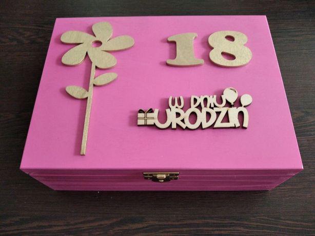 Prezent na urodziny 18 pamiątka niezbędnik box upominek