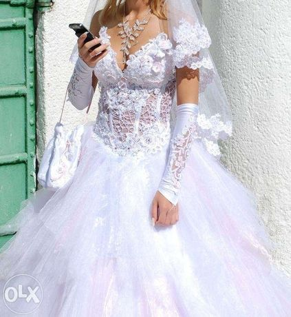 Срочно продам свадебное платье (перчатки и кольца для юбки в подарок