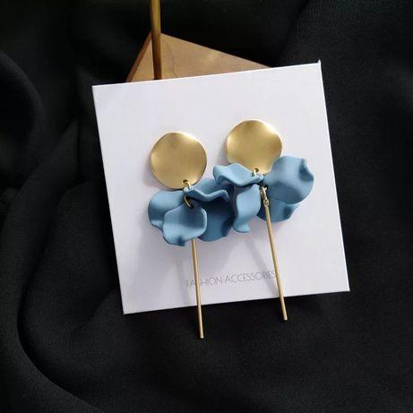 Długie kolczyki złote pozłacane kółko niebieskie płatki
