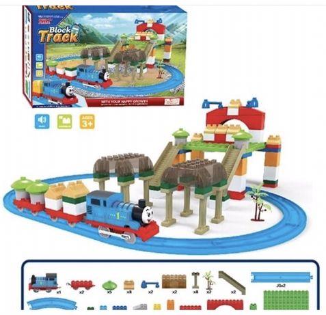 Железная дорога и паравозик Томас плюс конструкто,аналог лего дупло