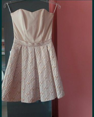 Złota rozkloszowana sukienka 34