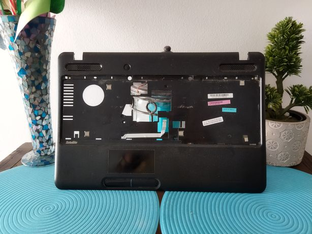 Top e Back Case Toshiba C660-144 em bom estado geral