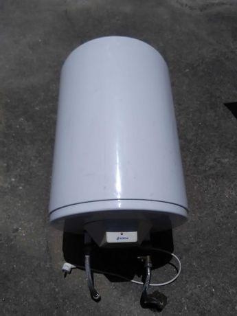 Frigorifico pequeno e cilindro