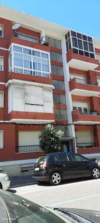 Apartamento T2 em zona privilegiada Olival Basto