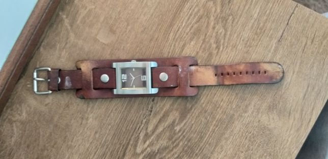 Zegarek GUESS retro skórzany pasek