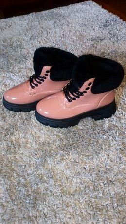 Ботинки деми, новые.