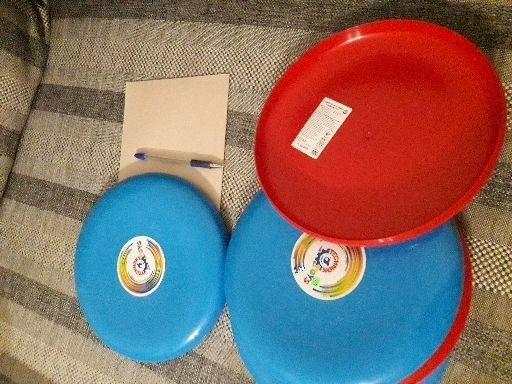 Летающая тарелка пластмассовая, подходит для собак