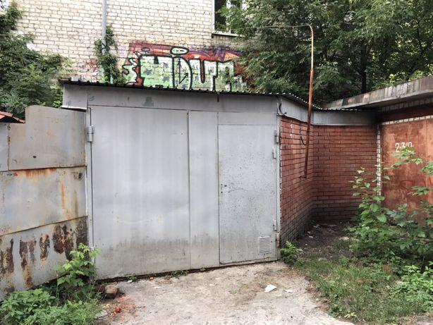 Продам гараж в центре города!!