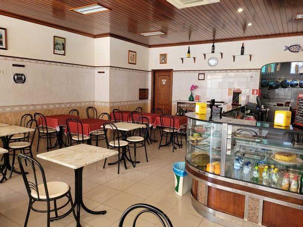 Trespasse Café Restaurante todo Equipado em Rio de Mouro