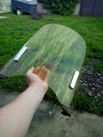 Ветровое стекло на скуте или мотоцикл