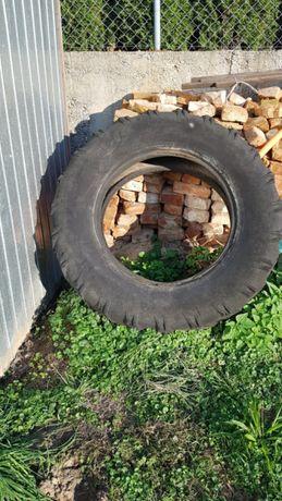 Uszkodzona-Opona od traktora. Za darmo możliwy transport.