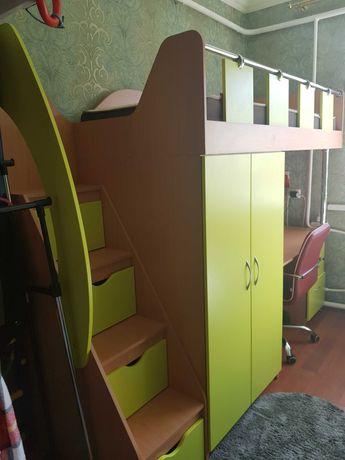 Кровать-чердак для детской комнаты