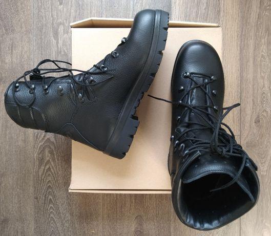 2. Buty. Trzewiki zimowe. Wzór 933. Rozmiar 28.5. Posiadam inne buty.