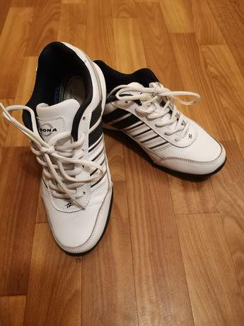 Продам кроссовки Bona