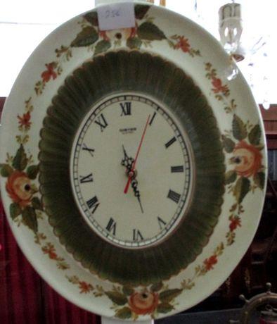 Prato relógio em louça