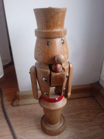 Dziadek do orzechów z drewna dąb
