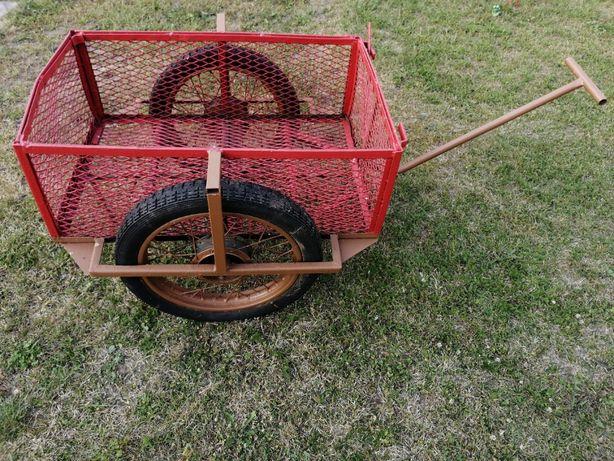 Wózek na kółkach ogrodowy do transportu robiony samodzielnie
