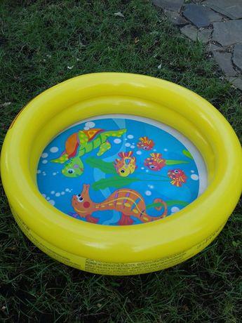 Бассейн надувной для малыша+ круг