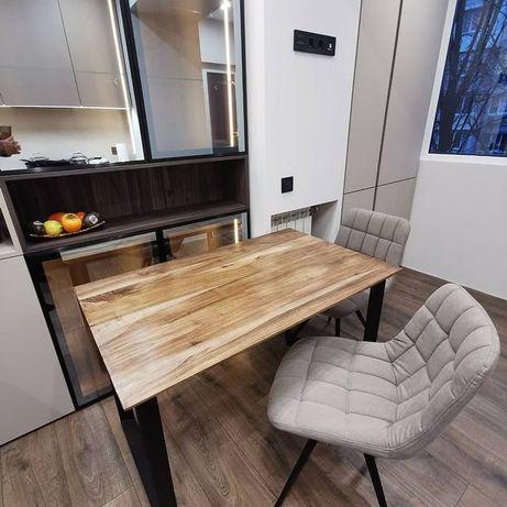 Дизайнерський стіл з металу та дерева