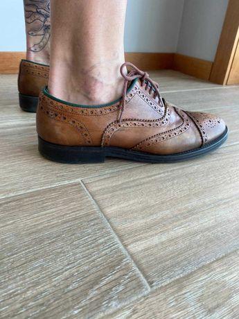 Sapatos clássicos castanho Zara