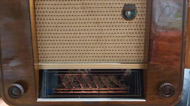 Rádio antigo marca Schaub koralle EII