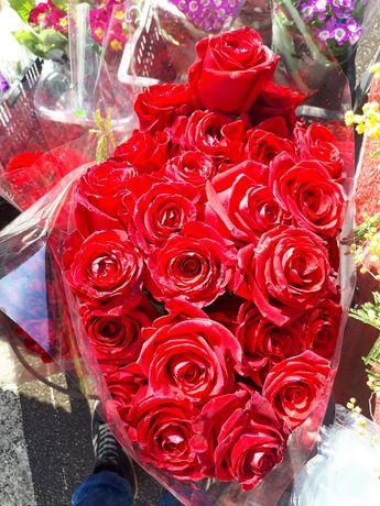 Троянди, рози, розы, гвоздика, тюльпани