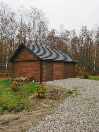 Garaż z drewna z bali drewnianych Domek
