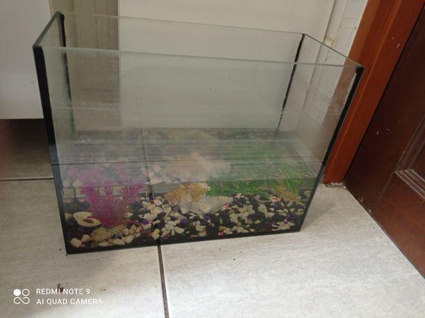 Akwarium dla rybki ( małe) rezerwacja
