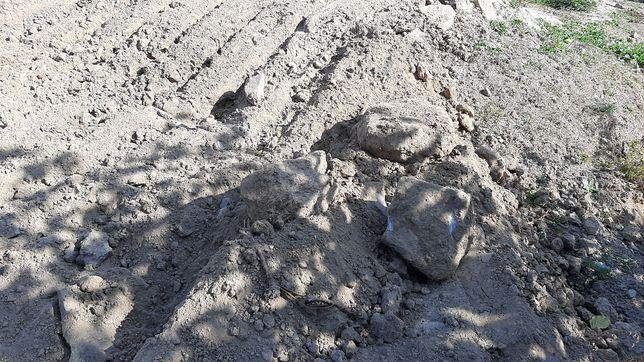 Земля з глиною боєм цегли,камінням..безкоштовно,самовивіз.