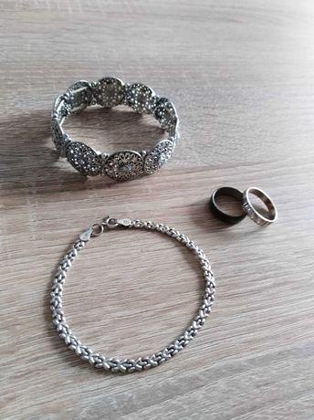 Biżuteria bransoletki i pierścionki