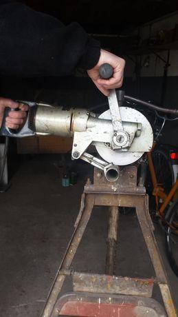 Elektryczna ręczna przecinarka do metali - stan bardzo dobry