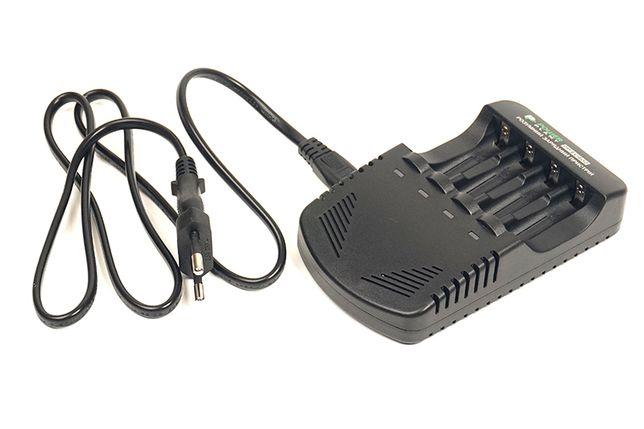 Зарядное устройство для аккумуляторов типа AA, AAA.
