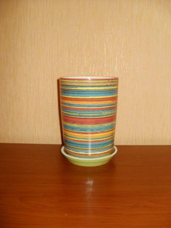 Продам. Цветочный горшок с блюдцем ( керамика ).