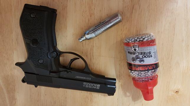 Pistolet  na naboje co2
