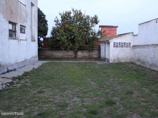 Moradia Isolada com espaço comercial em Vila Nova da Baronia