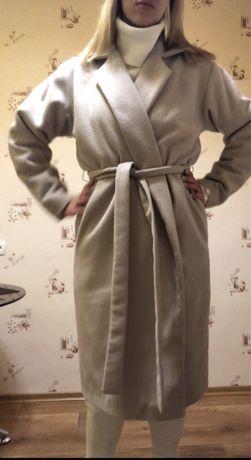 Пальто халат бежевое с утепление на запах