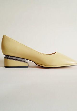 женские  кожаные туфли желтого цвета или цвета хаки (36,38,39,40)