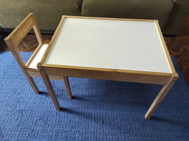 Mesa criança IKEA com 2 cadeiras