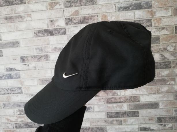 Czarna czapka z daszkiem Nike