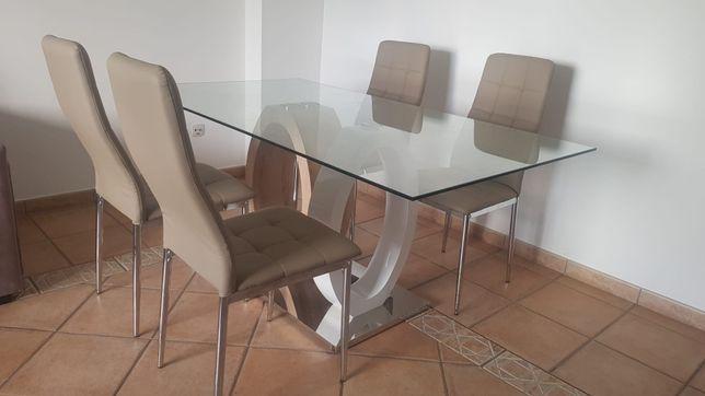 Mesa de jantar em vidro com 4 cadeiras
