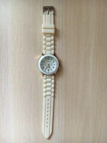 Белые Часы на силиконовом ремешке