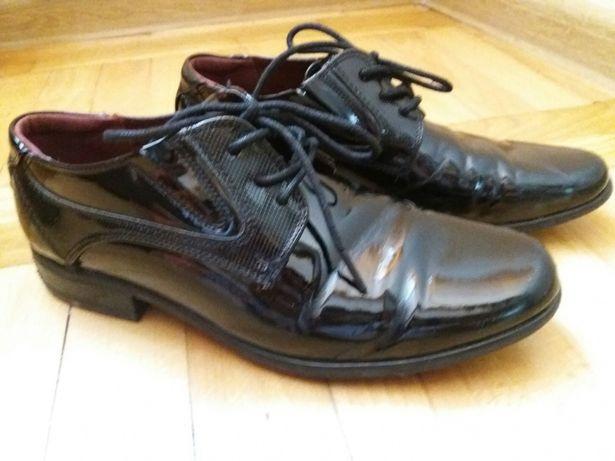 Wyjściowe buty lakierki 34